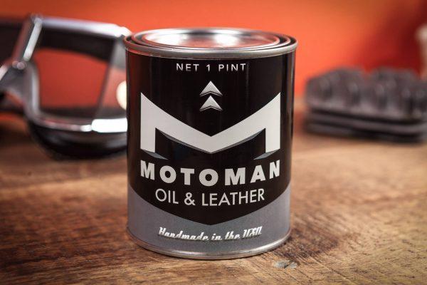 Bougie moto huile moteur et cuir