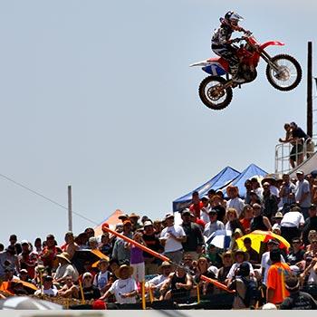 Planning et invitations aux événements moto